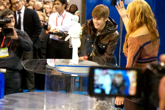 robot ces  Justin Bieber and the <br>Vietnamese Entertainment Robot